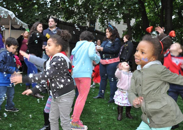 preschool bubble party with families and facepainting